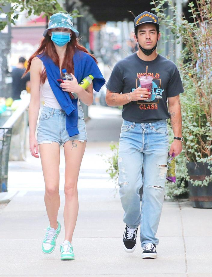 <p>A casual Sophie Turner and Joe Jonas grab some juices to-go in New York City on Sept. 20.</p>