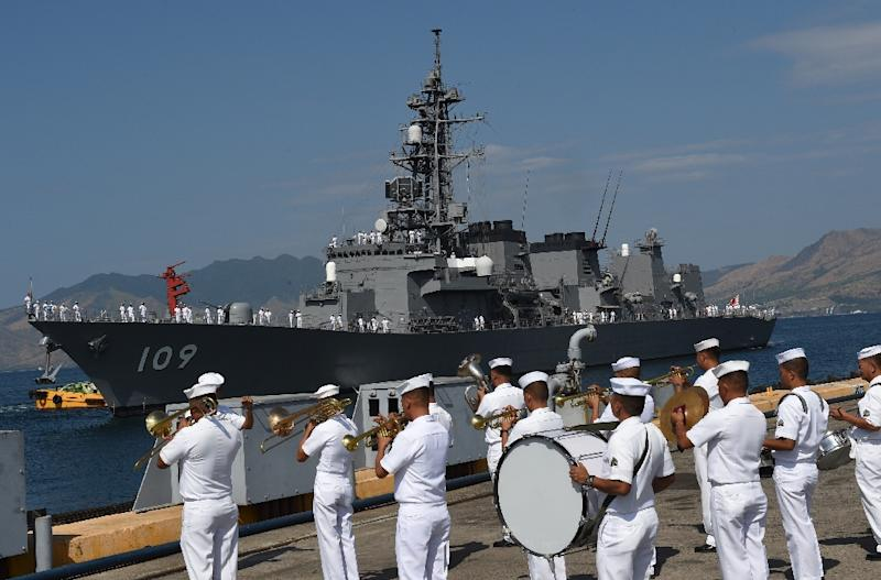 A Philippine navy band plays during a welcoming ceremony for Japanese destroyer JS Ariake, at a port of the former US naval base in Subic bay, north of Manila, on April 3, 2016 (AFP Photo/Ted Aljibe)