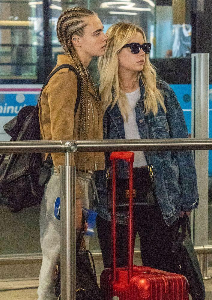 Cara Delevingne and Ashley Benson kissed as they waited for a taxi