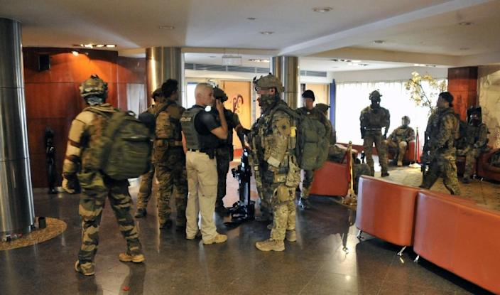 French special forces inside the Radisson Blu hotel in Bamako on November 20, 2015, after an assault ended a nine-hour siege in which 20 people died after gunmen held around 170 guests and staff hostage (AFP Photo/Habibou Kouyate)