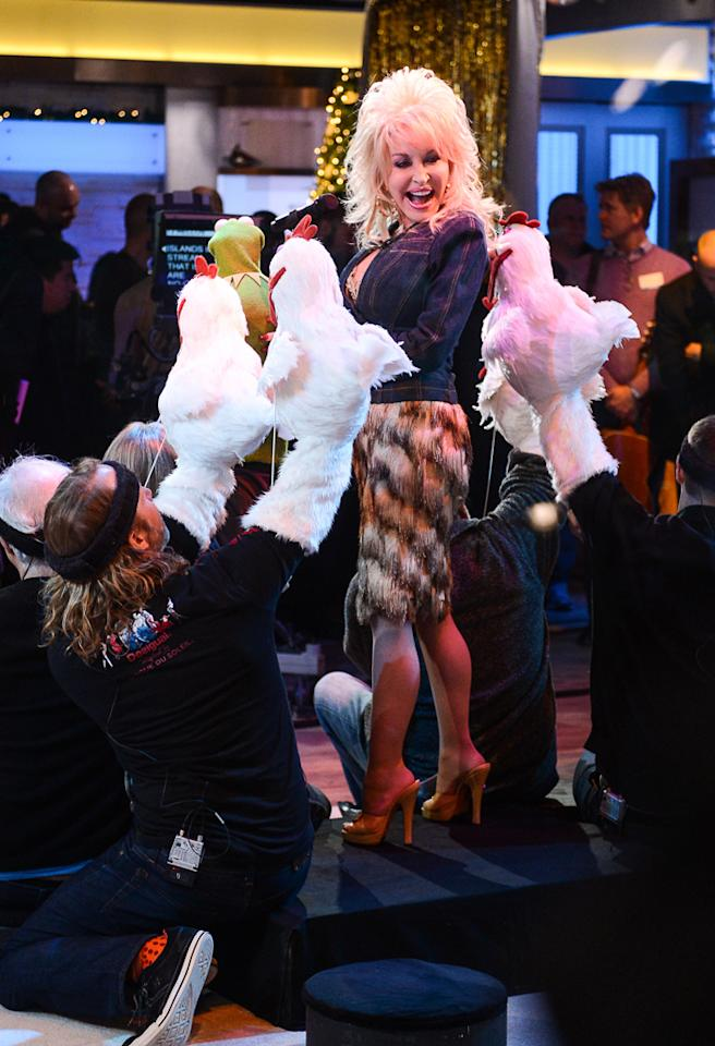 """NEW YORK, NY - NOVEMBER 27:  Singer Dolly Parton (R) performs with Kermit The Frog at the """"Good Morning America"""" taping at the ABC Times Square Studios on November 27, 2012 in New York City.  (Photo by Ray Tamarra/Getty Images)"""