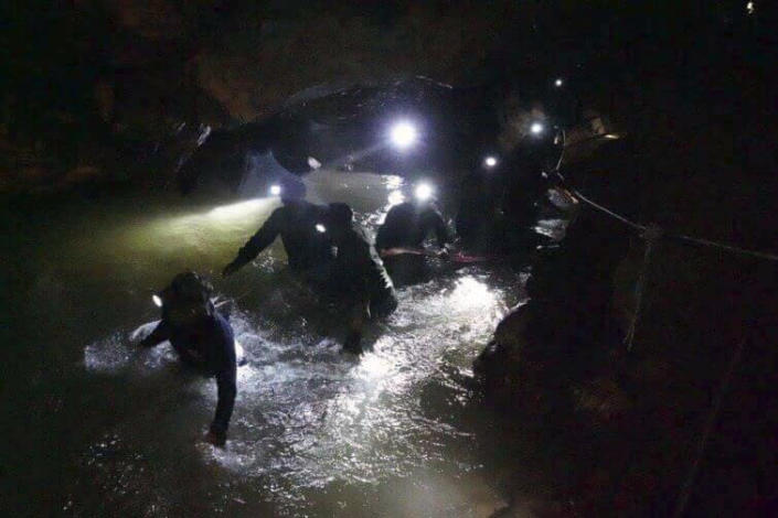 <p>Rescuers walk inside a cave complex on July 2, 2018, where 12 boys and their soccer coach went missing, in Mae Sai, Chiang Rai province, in northern Thailand. (Photo: Tham Luang Rescue Operation Center via AP) </p>