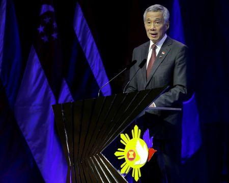 Singapore Prime Minister Lee Hsien Loong delivers his speech after the transfer of ASEAN Chairmanship at the closing ceremonies of the 31st ASEAN Summit and Related Summits in Manila