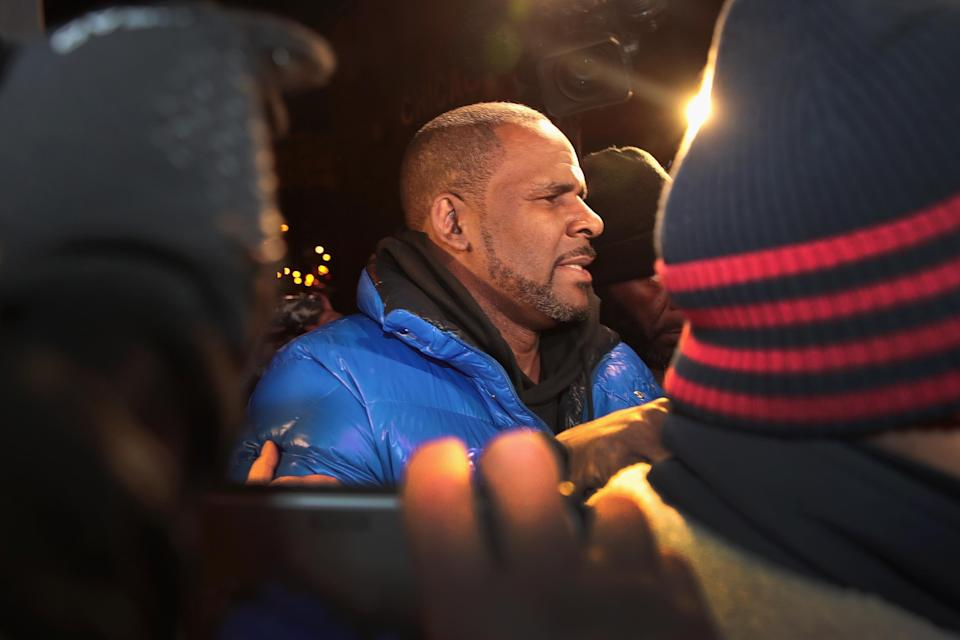 R. Kelly arrives at the 1st District-Central police station on Feb. 22, 2019 in Chicago, Illinois. (Photo: Scott Olson/Getty Images)