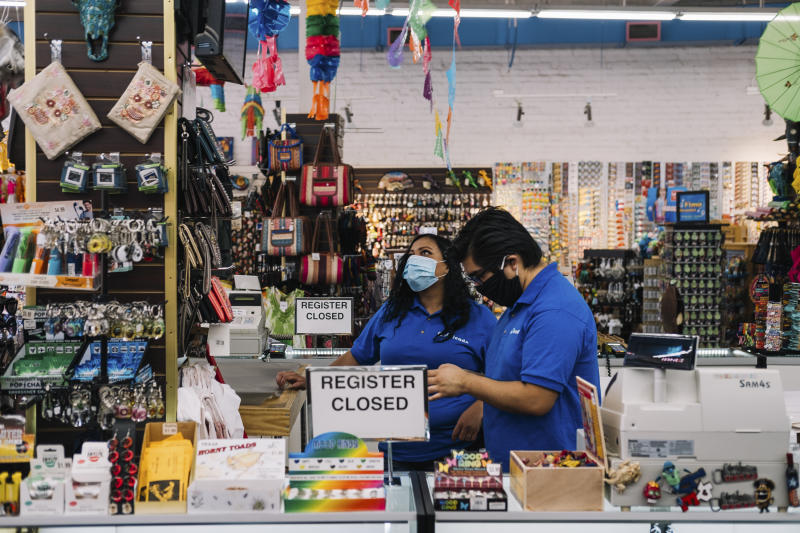 Employees at a gift shop the day Texas Gov. Greg Abbott lifted the state's stay-at-home order, in San Antonio, May 1, 2020. (Christopher Lee/The New York Times)