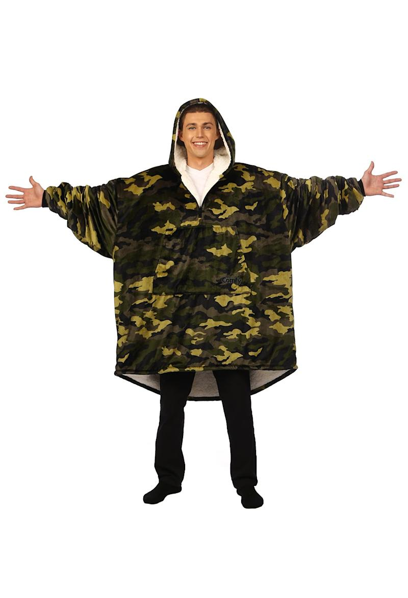 The Comfy wearable blanket