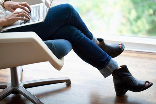 Sitting With Your Legs Crossed? 4 Reasons To Stop — Now