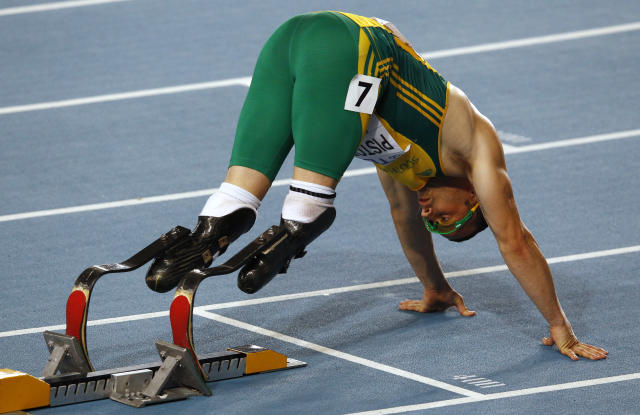 Oscar Pistorius of South Africa prepares for the men's 400 metres semi-final at the IAAF World Championships in Daegu August 29, 2011. REUTERS/David Gray (SOUTH KOREA - Tags: SPORT ATHLETICS) - RTR2QHKY