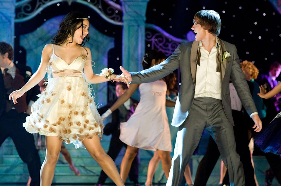 HIGH SCHOOL MUSICAL 3: SENIOR YEAR, foreground from left: Vanessa Hudgens, Zac Efron, 2008. Walt Disney Co./courtesy Everett Collection