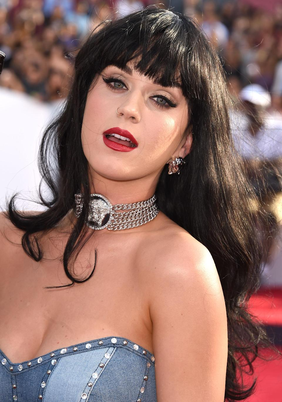 Although this look was worn at the 2014 VMAs, Katy Perry's classic cat eye, red lip, bangs, and denim-on-denim could've been just as at-home at the annual CMAs, too.