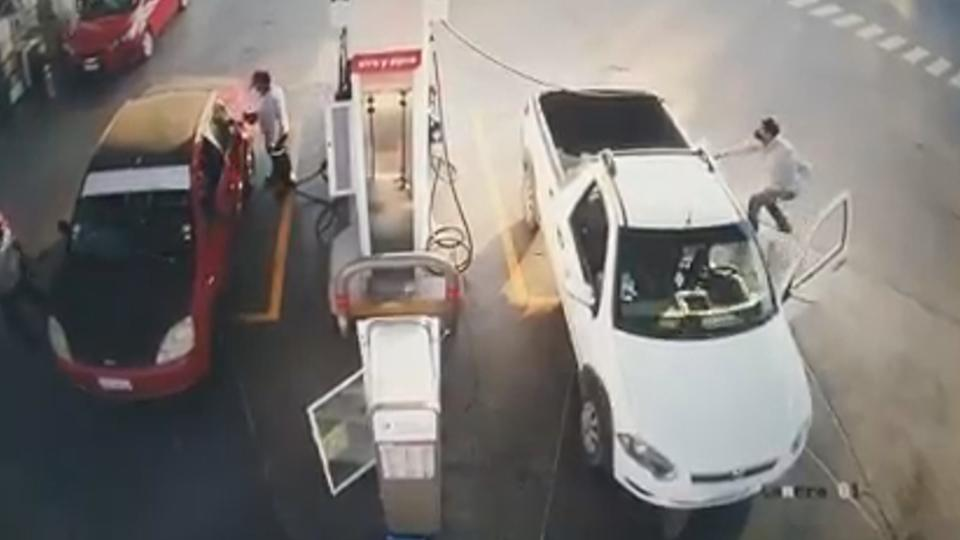 The moment before the white pick-up truck burst into flames. Source: Newsflash/Australscope