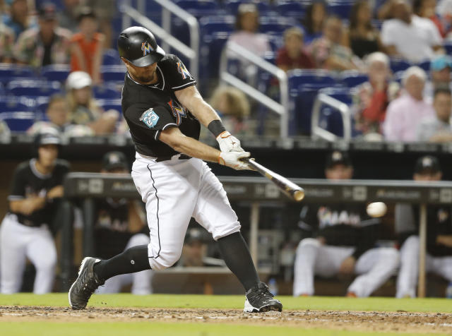 Miami Marlins pinch hitter Bryan Holaday hits his 11th inning winning RBI-single to defeat the New York Mets in their baseball game in Miami, Saturday, Aug. 11, 2018. (AP Photo/Joe Skipper)