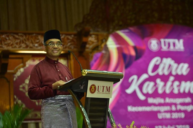 UTM Vice-Chancellor Datuk Wahid Omar took to Facebook to clarify that the public university did not spend RM2.7 million on the livery. — Picture via Facebook/profwahidutm