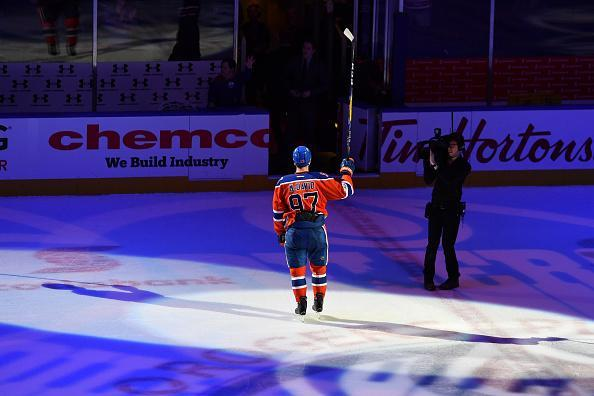 """<a class=""""link rapid-noclick-resp"""" href=""""/nhl/players/6743/"""" data-ylk=""""slk:Connor McDavid"""">Connor McDavid</a> of the <a class=""""link rapid-noclick-resp"""" href=""""/nhl/teams/edm/"""" data-ylk=""""slk:Edmonton Oilers"""">Edmonton Oilers</a> salutes the crowed after being selected the first star following the game against the <a class=""""link rapid-noclick-resp"""" href=""""/nhl/teams/ana/"""" data-ylk=""""slk:Anaheim Ducks"""">Anaheim Ducks</a> on April 1, 2017 at Rogers Place in Edmonton, Alberta, Canada. (Getty Images)"""