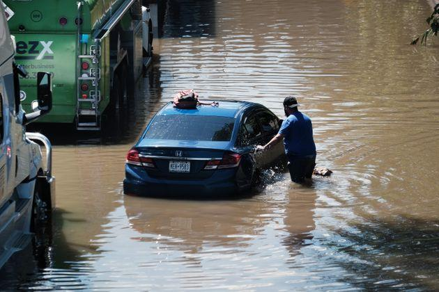 Cars sit abandoned on the flooded Major Deegan Expressway in the Bronx following a night of heavy wind and rain from the remnants of Hurricane Ida on Sept. 2 in New York City. (Photo: Spencer Platt via Getty Images)