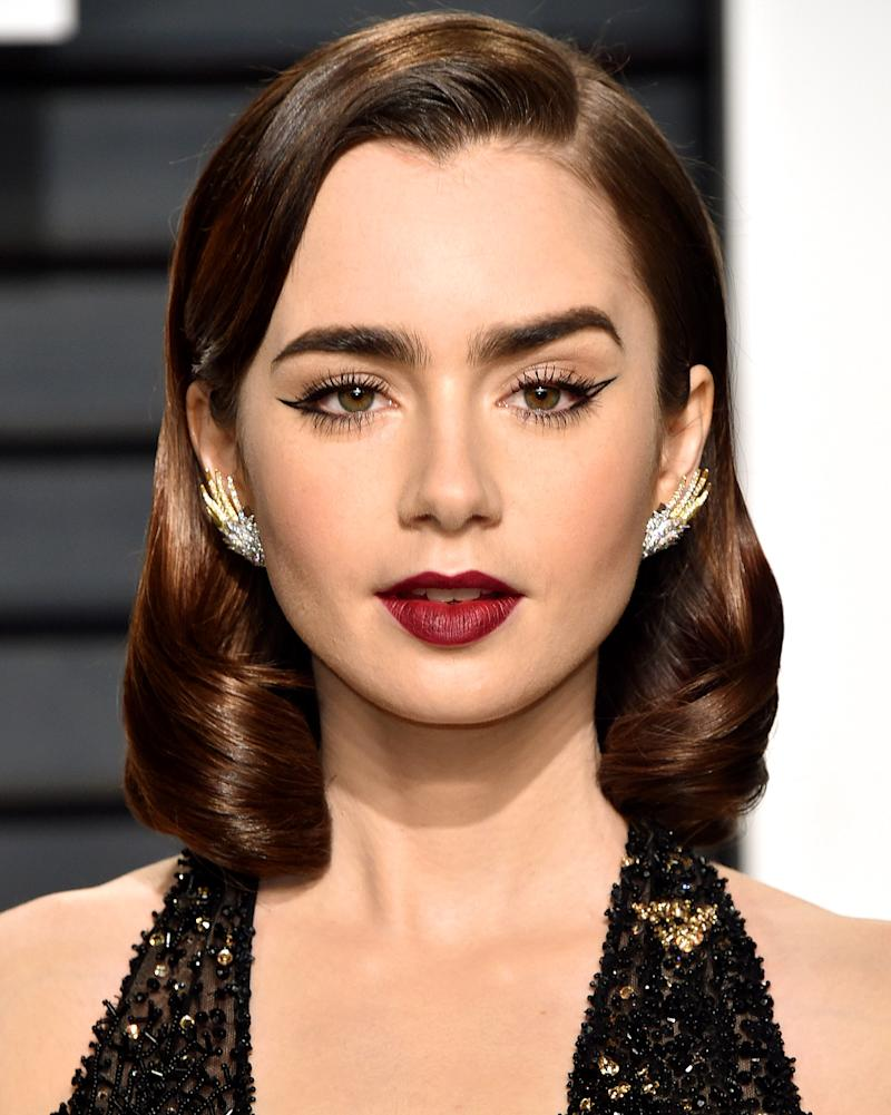 foto Lily Collins' Hairstylist: I Know She Can Pull OffAnything