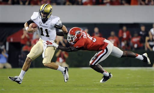 Vanderbilt quarterback Jordan Rodgers (11) tries to avoid the defense of Georgia defensive back Damian Swann (5) during the first quarter of an NCAA college football game on Saturday, Sept. 22, 2012, in Athens, Ga. (AP photo/John Amis)