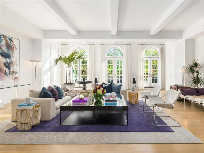 A sitting area in JLO's Manhattan home.