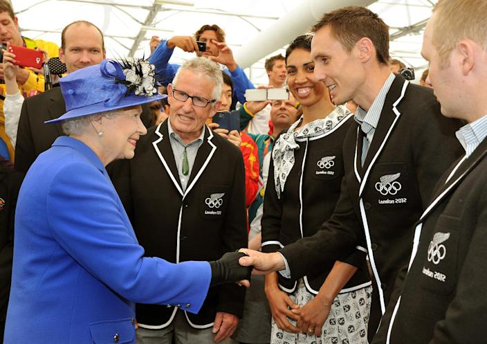 Queen Elizabeth II meets athlete Nick Willis and other members of the New Zealand Olympic team, as she tours the Athletes Village dining hall at the Olympic Park, in London, Saturday July 28, 2012. (AP Photo/John Stillwell, Pool)