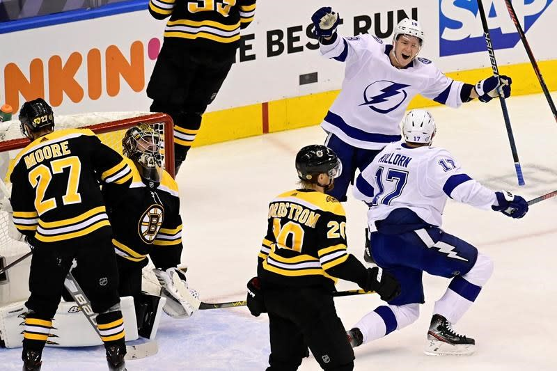 Lightning pound Bruins 7-1, take 2-1 lead in second-round playoff series