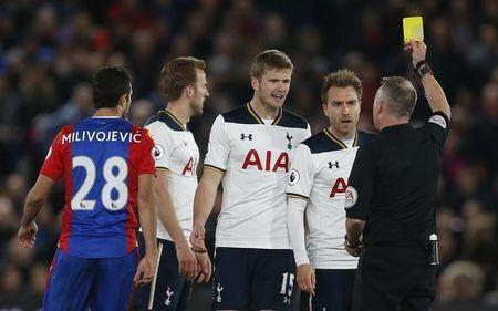 Britain Soccer Football - Crystal Palace v Tottenham Hotspur - Premier League - Selhurst Park - 26/4/17 Tottenham's Harry Kane is shown a yellow card by referee Jonathan Moss Action Images via Reuters / Matthew Childs Livepic