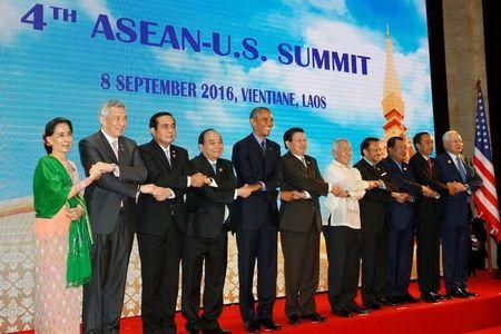 Myanmar's State Counsellor Aung San Suu Kyi (L-R), Singapore's Prime Minister Lee Hsien Loong, Thailand's Prime Minister Prayut Chano-cha, Vietnam's Prime Minister Nguyen Xuan Phuc, U.S. President Barack Obama, Laos Prime Minister Thongloun Sisoulith, Philippines Foreign Affairs Secretary Perfecto Yasay, Brunei's Sultan Hassanal Bolkiah, Cambodia's Prime Minister Hun Sen, Indonesia's President Joko Widodo and Malaysia's Prime Minister Najib Razak stand together for a family photo before their U.S.-ASEAN meeting as a part of the ASEAN Summit in Vientiane, Laos September 8, 2016. REUTERS/Jonathan Ernst
