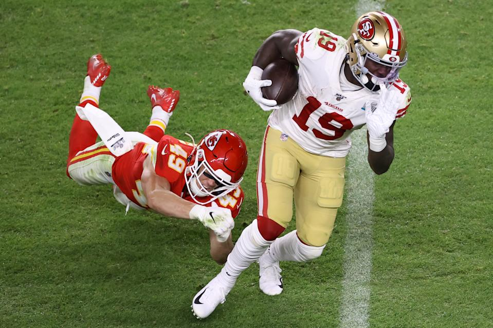 MIAMI, FLORIDA - FEBRUARY 02: Deebo Samuel #19 of the San Francisco 49ers runs with the ball against the Kansas City Chiefs during the third quarter in Super Bowl LIV at Hard Rock Stadium on February 02, 2020 in Miami, Florida. (Photo by Elsa/Getty Images)