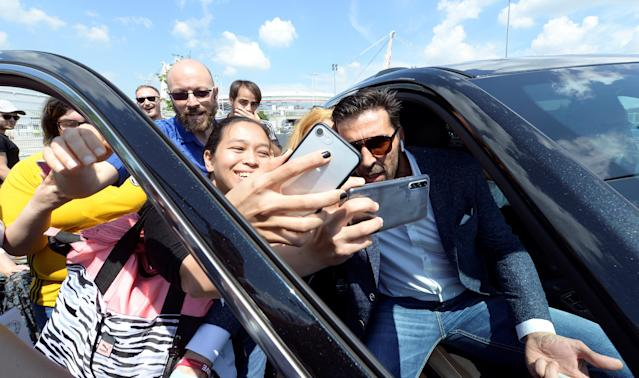 Juventus goalkeeper Gianluigi Buffon poses for pictures with fans in front of Allianz stadium after a news conference in Turin, Italy, May 17, 2018. REUTERS/Massimo Pinca