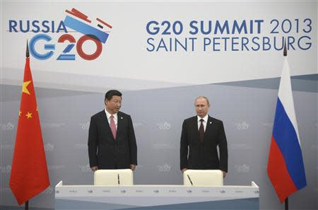 Russia's President Vladimir Putin (R) meets with his Chinese counterpart Xi Jinping at the G20 Summit in Strelna near St. Petersburg, September 5, 2013. REUTERS/Alexander Nemenov/Pool