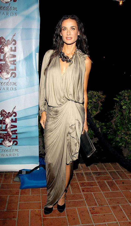 "Demi Moore is hot; her potato sack of a dress is not. Mark Sullivan/<a href=""http://www.wireimage.com"" target=""new"">WireImage.com</a> - October 13, 2009"