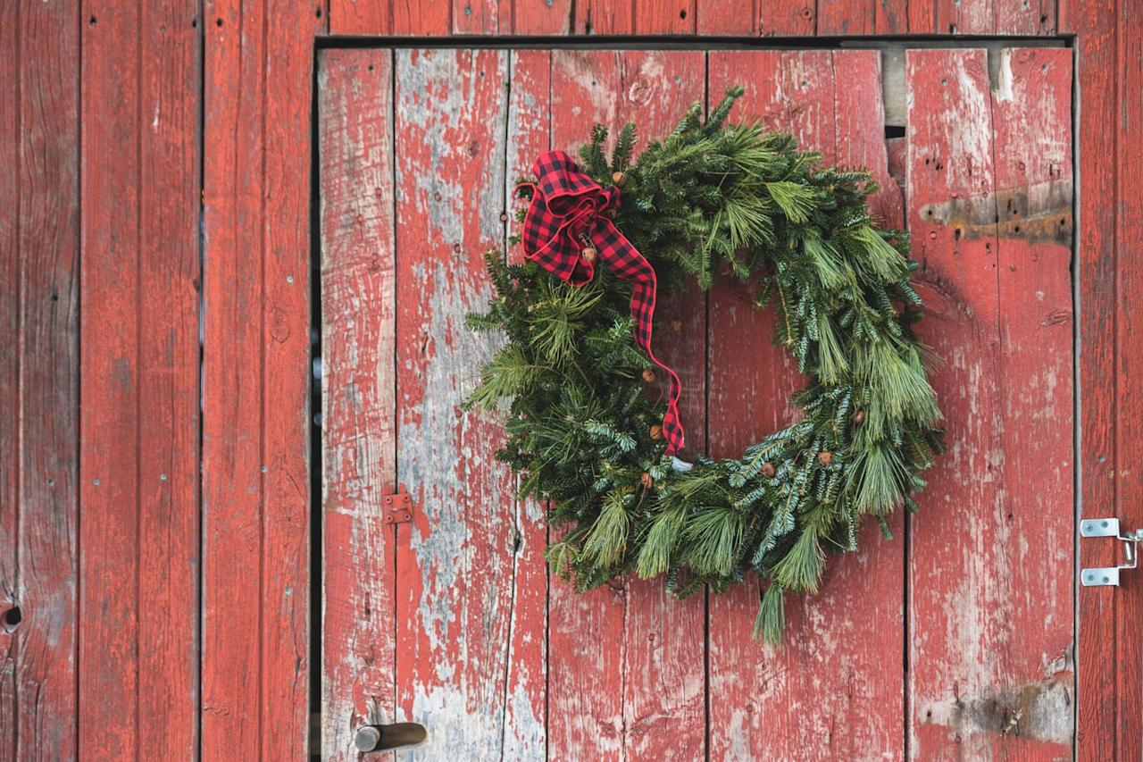 """<p>When it comes to <a rel=""""nofollow"""" href=""""https://www.countryliving.com/home-design/decorating-ideas/advice/g1247/holiday-decorating-1208/"""">decorating your home for Christmas</a>, <a rel=""""nofollow"""" href=""""https://www.countryliving.com/home-design/decorating-ideas/tips/g1541/outdoor-christmas-decorations/"""">the exterior </a> is truly just as important as the inside. A DIY wreath is an easy addition that will add a perfectly festive touch to any abode.<br></p>"""