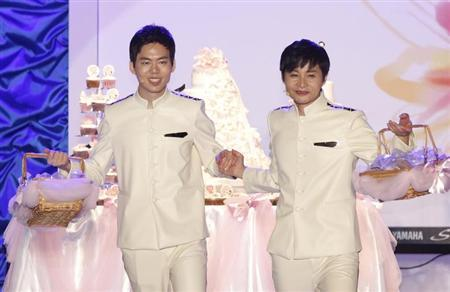 South Korean film director Kim Jho Gwang-soo (R) and his partner Kim Seung-hwan perform during their wedding ceremony in central Seoul September 7, 2013. REUTERS/Lee Jae-Won