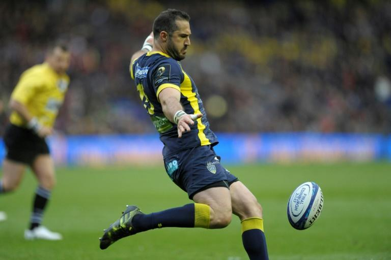 Clermont's full-back Scott Spedding kicks the ball up-field during their European Champions Cup Final match against Saracens, at Murrayfield Stadium in Edinburgh, Scotland, on May 13, 2017
