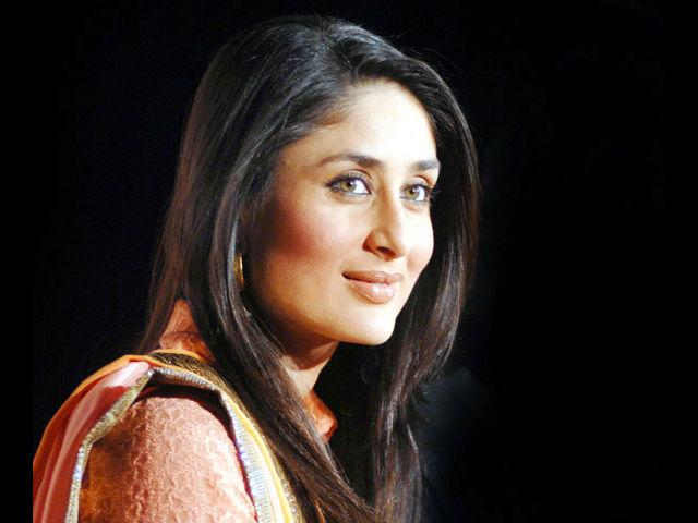 <b>1. Kareena Kapoor</b><br> A true diva, Kareena Kapoor has taken the style quotient of Bollywood a notch higher this year. She has looked fabulous every time she has stepped out, be it for a plane journey or a movie premiere. Kudos to this glam doll for knowing her style and carrying it off with utmost élan!