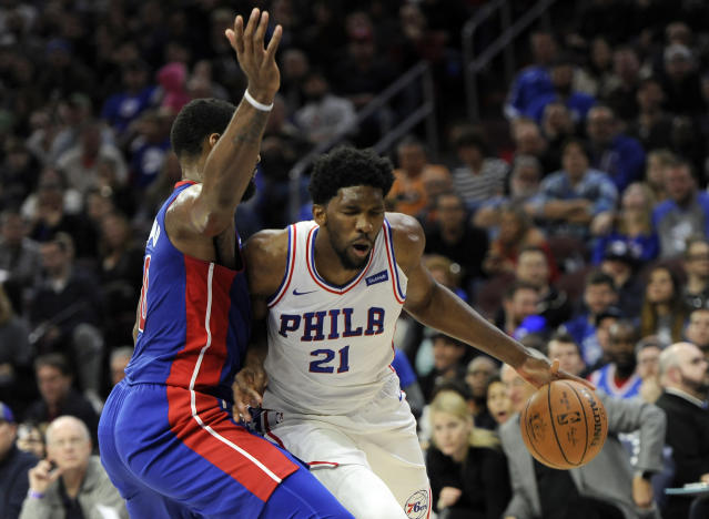 "<a class=""link rapid-noclick-resp"" href=""/nba/players/5294/"" data-ylk=""slk:Joel Embiid"">Joel Embiid</a> (21) drives to the basket past <a class=""link rapid-noclick-resp"" href=""/nba/players/5015/"" data-ylk=""slk:Andre Drummond"">Andre Drummond</a>. (AP)"