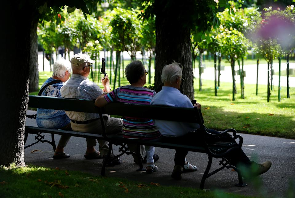 A group of elderly people sit in the shade in a park in Vienna, Austria June 28, 2017.   REUTERS/Leonhard Foeger