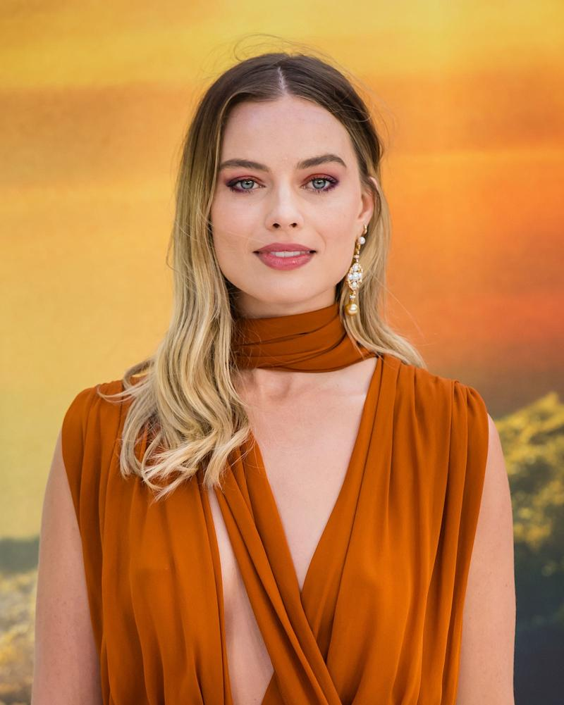 Margot Robbie Gets a Jump on Fall Beauty at the Once Upon a Time in Hollywood Premiere in London