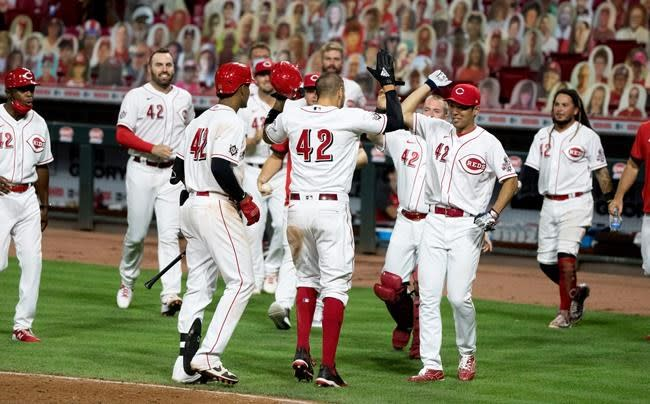 Reds take advantage of wild Kimbrel, beat Cubs for DH split