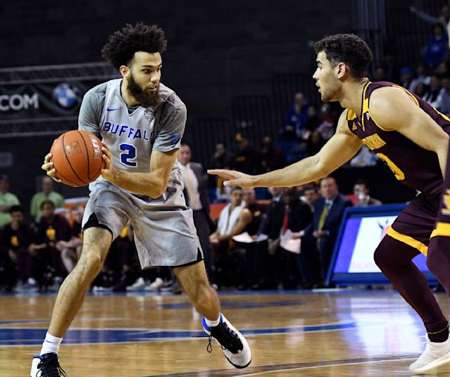 Buffalo's Jeremy Harris, left, looks to pass past Central Michigan's, Keivn McKay during an NCAA college basketball game in Buffalo, N.Y., Saturday, Feb. 9, 2019. (AP Photo/Heather Ainsworth)