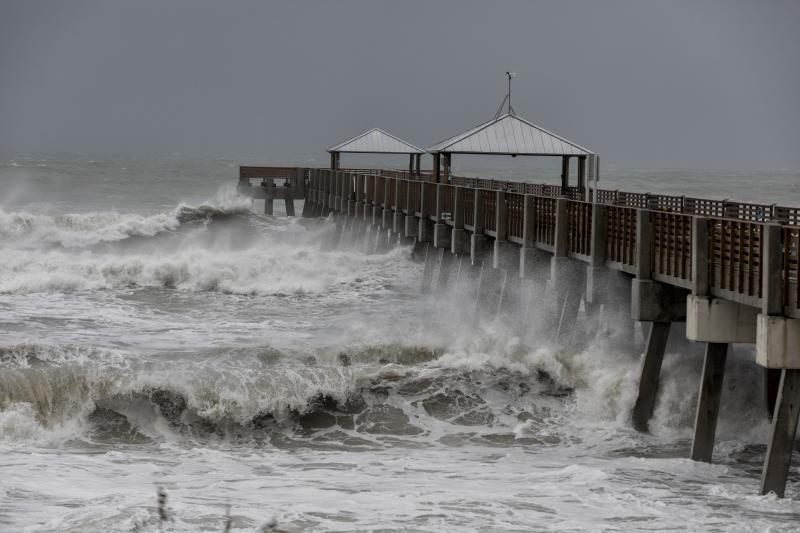 Waves pummel the Juno Beach Pier during Hurricane Dorian in Juno Beach, Fla. on Sept. 3, 2019. (Photo: Greg Lovett/The Palm Beach Post via ZUMA Wire)