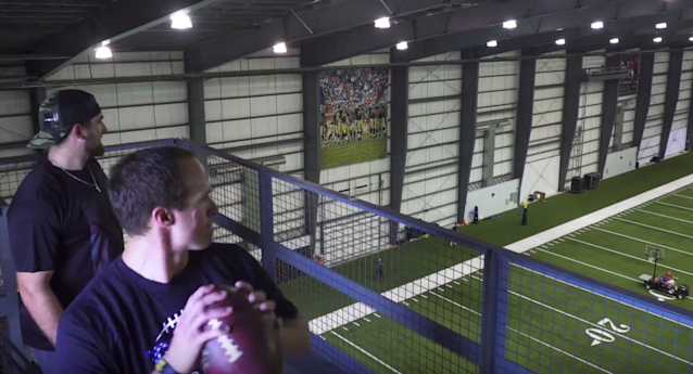 "<a class=""link rapid-noclick-resp"" href=""/nfl/teams/nor/"" data-ylk=""slk:New Orleans Saints"">New Orleans Saints</a> quarterback Drew Brees pulls off some impressive football feats with the dudes from Dude Perfect. (dudeperfect.com)"