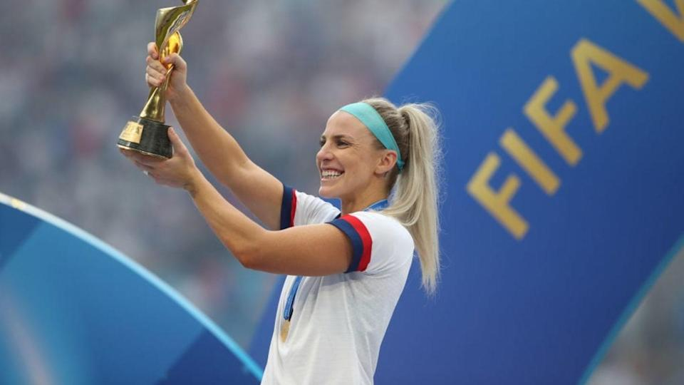 July Ertz con la Coppa del Mondo | Marc Atkins/Getty Images