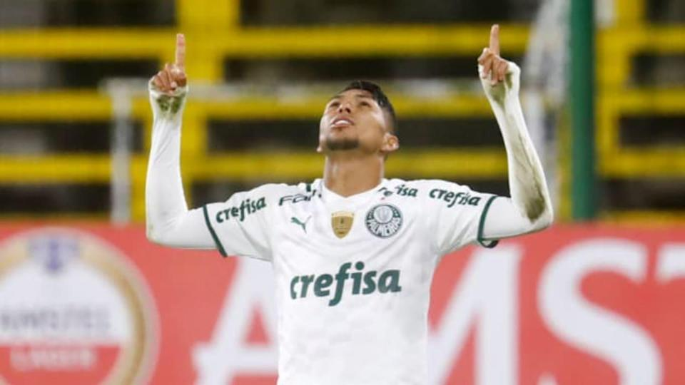 Rony vive fase iluminada com a camisa alviverde | Pool/Getty Images
