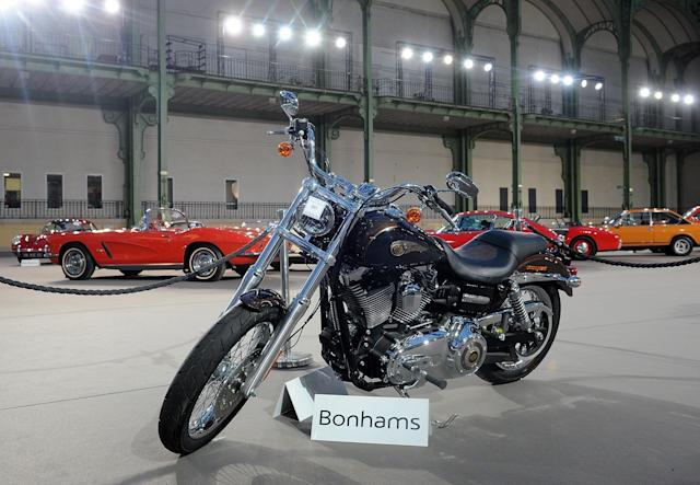 The 2013 Harley Davidson 1 585 cm3 Dyna Super Glide Customthat was donated to Pope Francis isseen on display ahead of Bonham's sale of vintage cars onFeb. 5, 2014. (Antoine Antoniol via Getty Images)