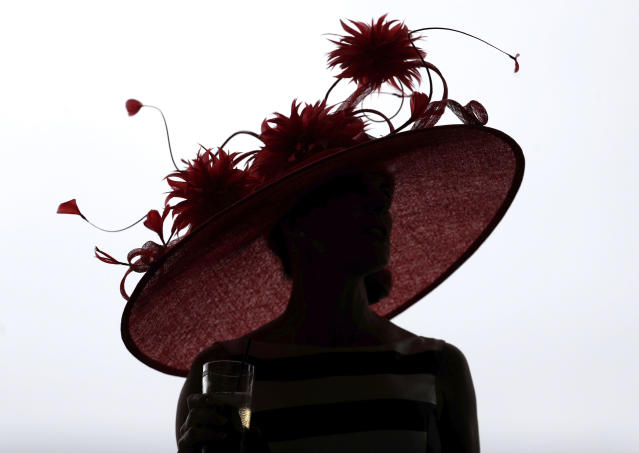 <p>A woman wears a hat before the 144th running of the Kentucky Derby horse race at Churchill Downs Saturday, May 5, 2018, in Louisville, Ky. (Photo: John Minchillo/AP) </p>