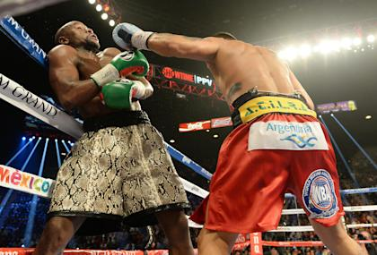 Floyd Mayweather and Marcos Maidana trade blows during their fight. (USA Today)