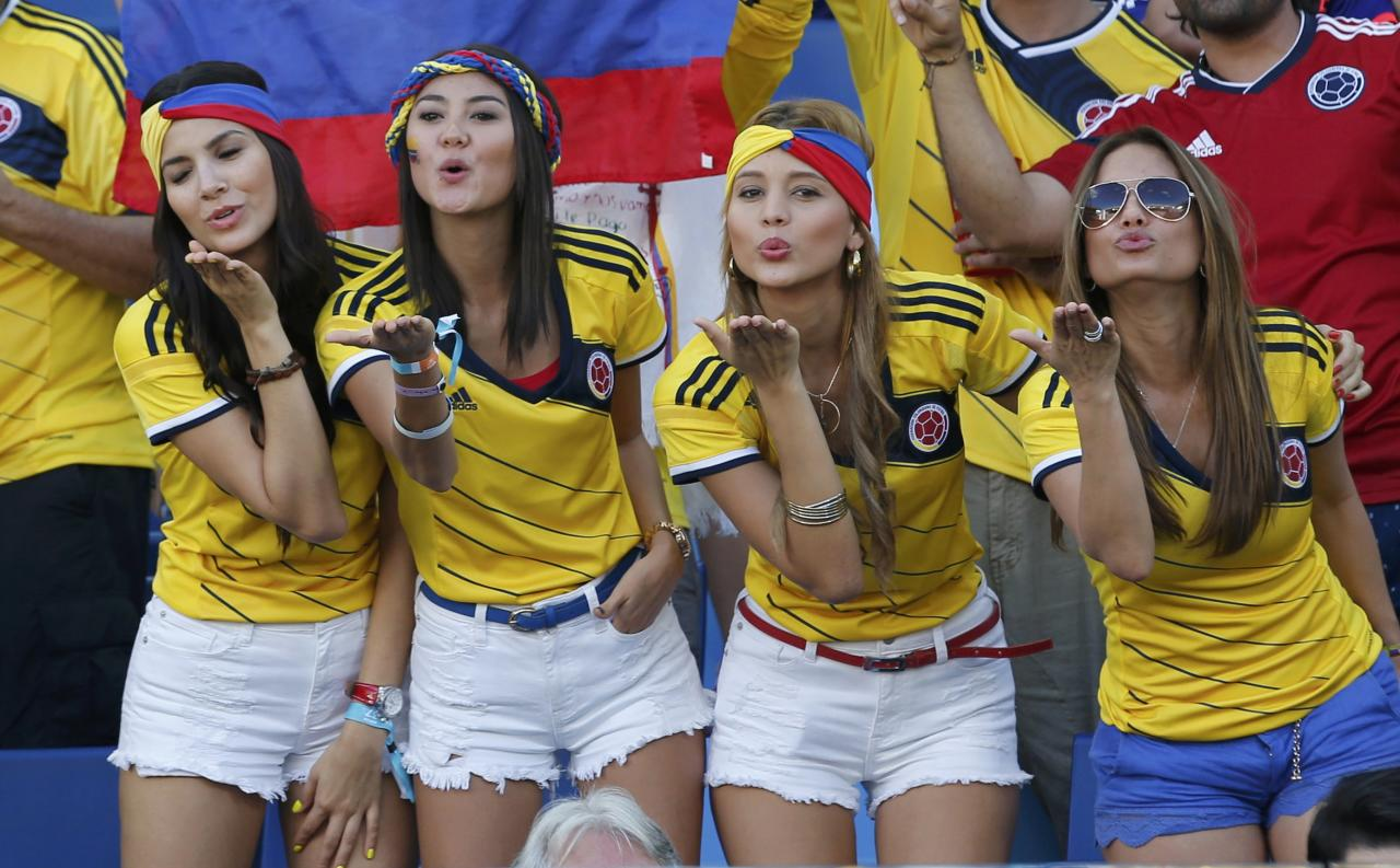Colombia fans blow kisses before the 2014 World Cup Group C soccer match between Japan and Colombia at the Pantanal arena in Cuiaba June 24, 2014. REUTERS/Eric Gaillard (BRAZIL - Tags: SOCCER SPORT WORLD CUP)