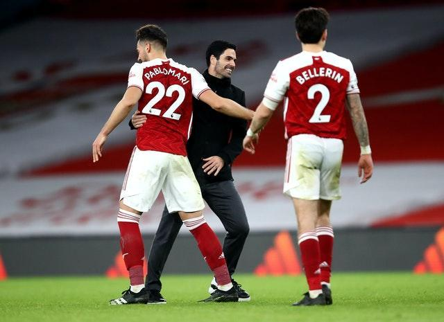 Mikel Arteta congratulates his players