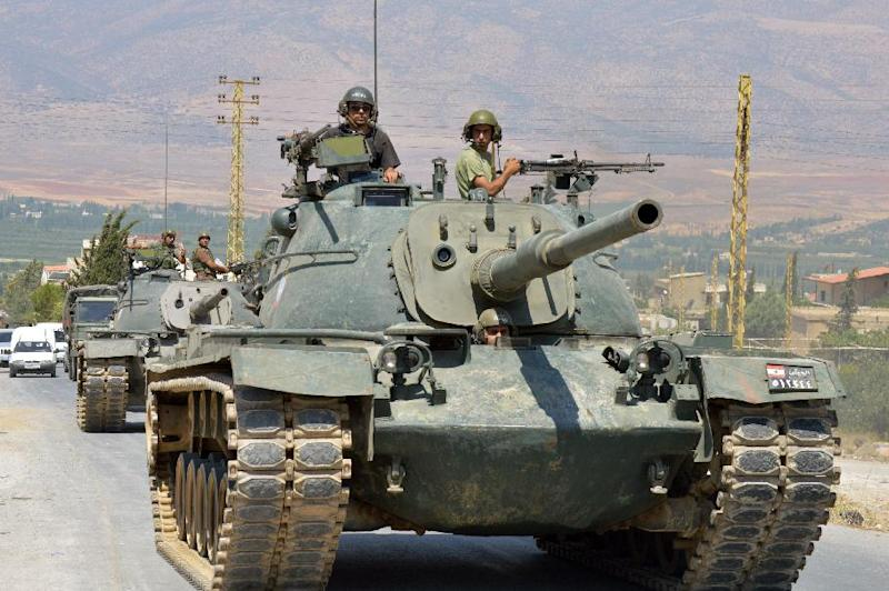 Lebanese soldiers enter the town of Arsal, near the Syrian border as they head to fight Islamist militants on August 5, 2014 (AFP Photo/)