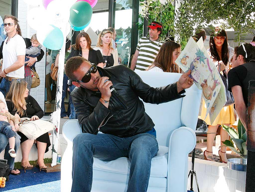 """Justin Chambers is used to reading for a crowd. The """"Grey's Anatomy"""" hunk has five kids! Donato Sardella/<a href=""""http://www.wireimage.com"""" target=""""new"""">WireImage.com</a> - March 9, 2008"""